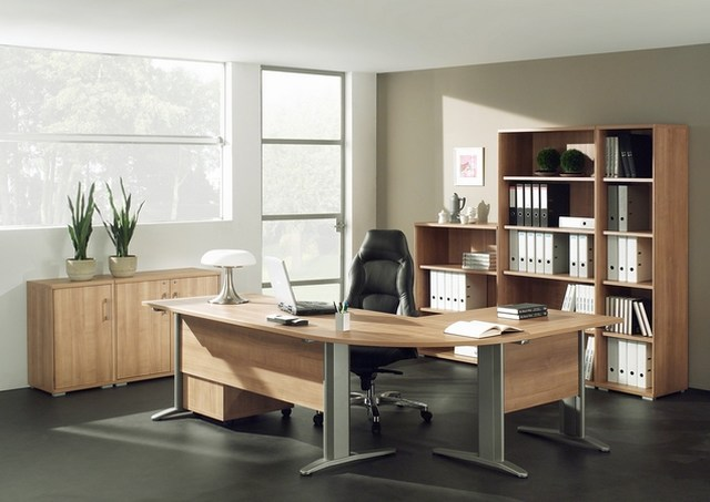 3 mani res de garder la forme au bureau. Black Bedroom Furniture Sets. Home Design Ideas