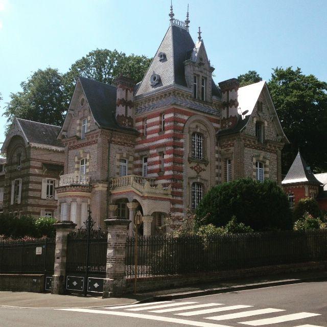 Quartier-belle-epoque-bagnoles-de-lorne